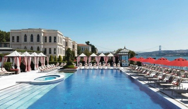 Four Seasons Bosphorus Açık Yüzme Havuzu