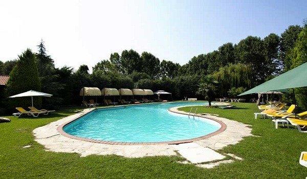 Villaga Park Country Hotel Havuzu